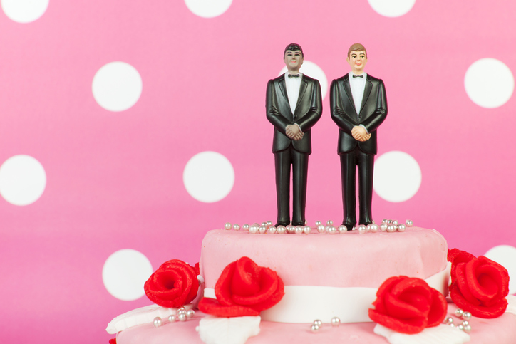 gay_wedding_cake.jpg